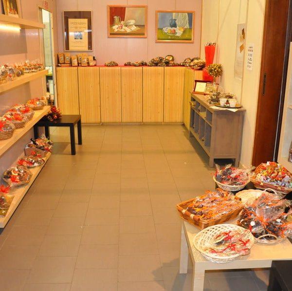 showroom-natalizio-cioccolato-artigianale-dolciaria-tina1
