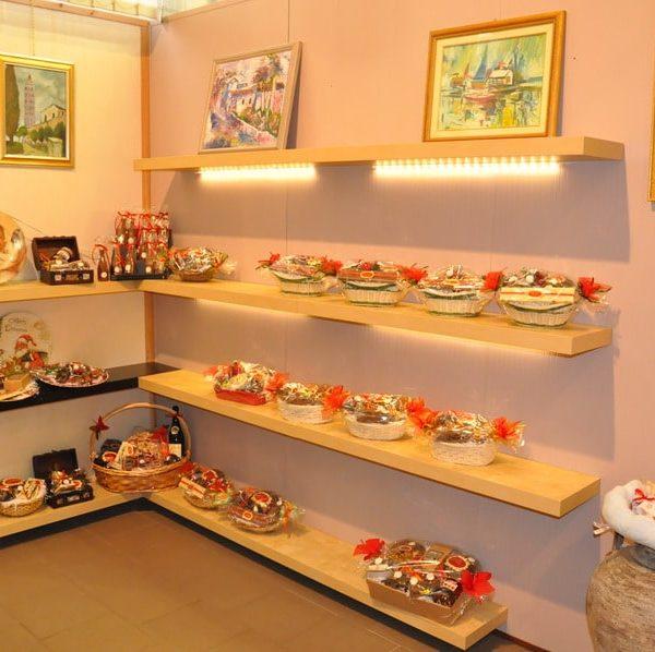 showroom-natalizio-cioccolato-artigianale-dolciaria-tina4