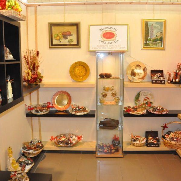 showroom-natalizio-cioccolato-artigianale-dolciaria-tina8