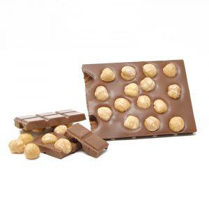 tavoletta-cioccolato-latte-con-nocciole-dolciaria-tina3